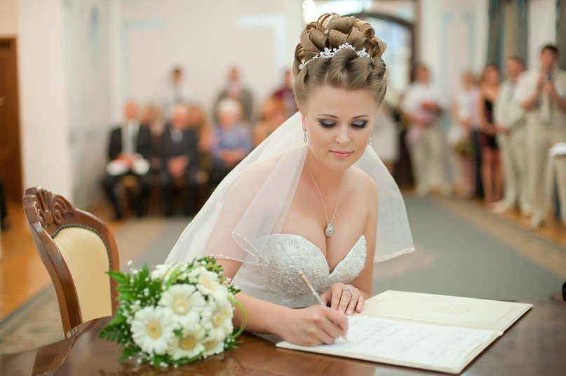 свадебные прически сделаны в г.тюмене