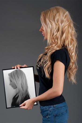 С накладными волосами