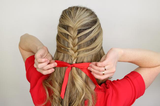 Прическа для девочки на длинные волосы из кос своими руками фото 943